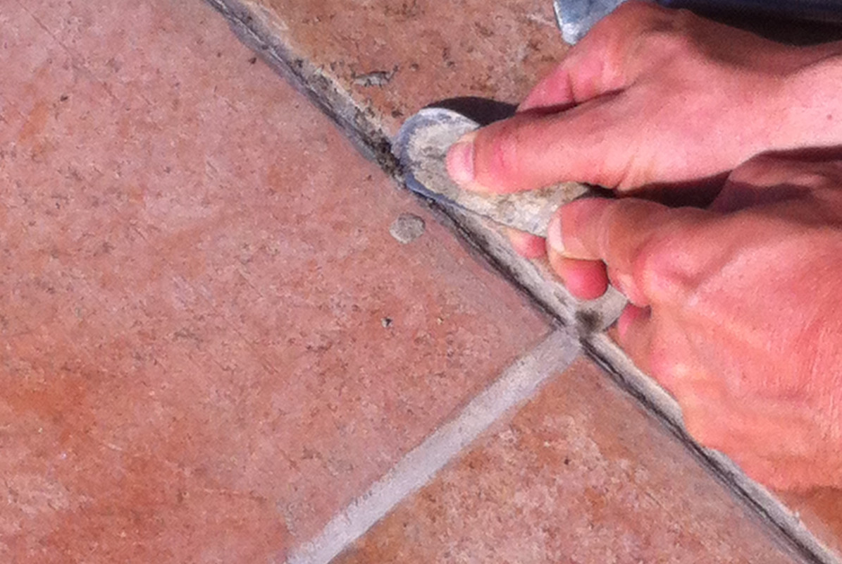 Removal of degraded grout