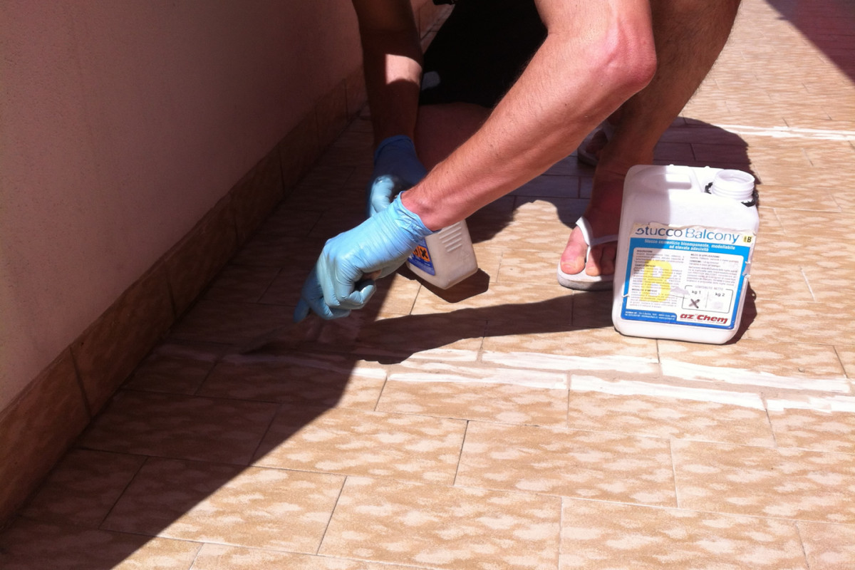 Joint grouting with STUCCO BALCONY
